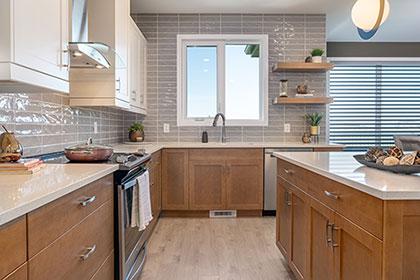 Designer Kitchen with Island - 5 Erb Farm Road, Oak Bluff West | Avanti Custom Homes - Winnipeg - Manitoba